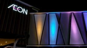 LEDフルカラー投光器で演出されたマレーシアの「イオンモール ニライ」 フロントサイド
