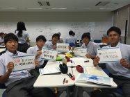 写真3 「オリンピックとパラリンピックを題材とした教育プログラム」パナソニック提供の教材を使って自分の意見を発表する生徒たち