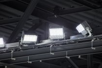 客席側に光が漏れないように向きと照度を調整