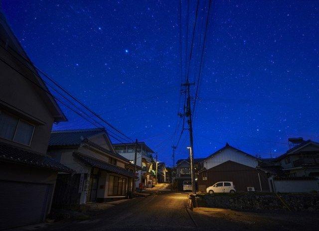 岡山県井原市美星町に、「星空に優しい照明(光害対策型防犯灯)」を本格導入