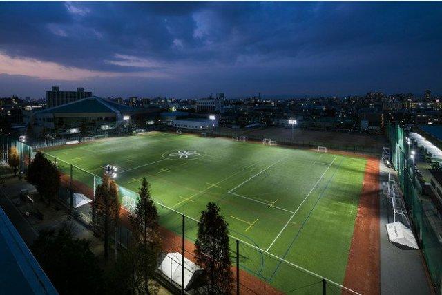 光害対策LED投光器「アウルビーム」を、近畿大学附属高等学校・中学校の人工芝グラウンドに納入
