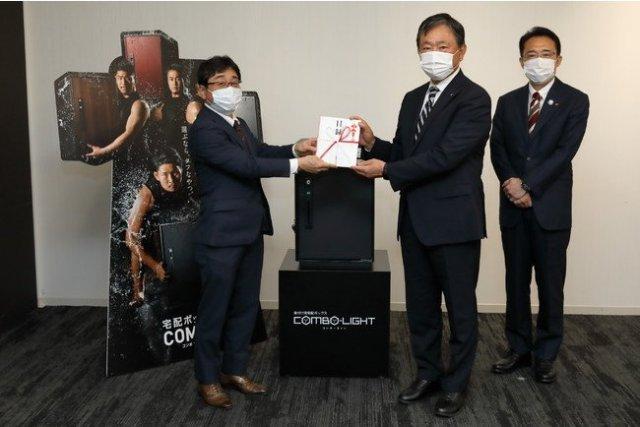 宅配ボックス「COMBO(コンボ)」の売上の一部で、パナソニック製不織布マスクをトラック協会に寄付