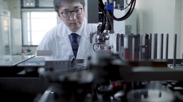 iPS細胞自動培養装置~熟練者の培養技術を忠実に再現 再生医療、創薬分野の研究を加速する