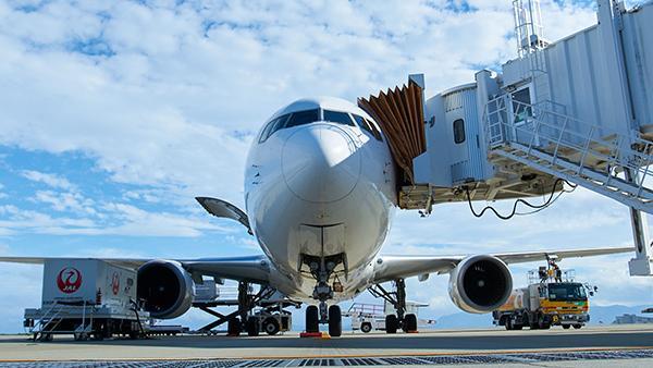 航空機に搭乗橋を自動装着 AI活用で未来のスマート空港へ(前編)