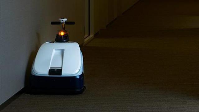 二人三脚で開発、深夜の東京ミッドタウン日比谷で活躍する「お掃除ロボット」