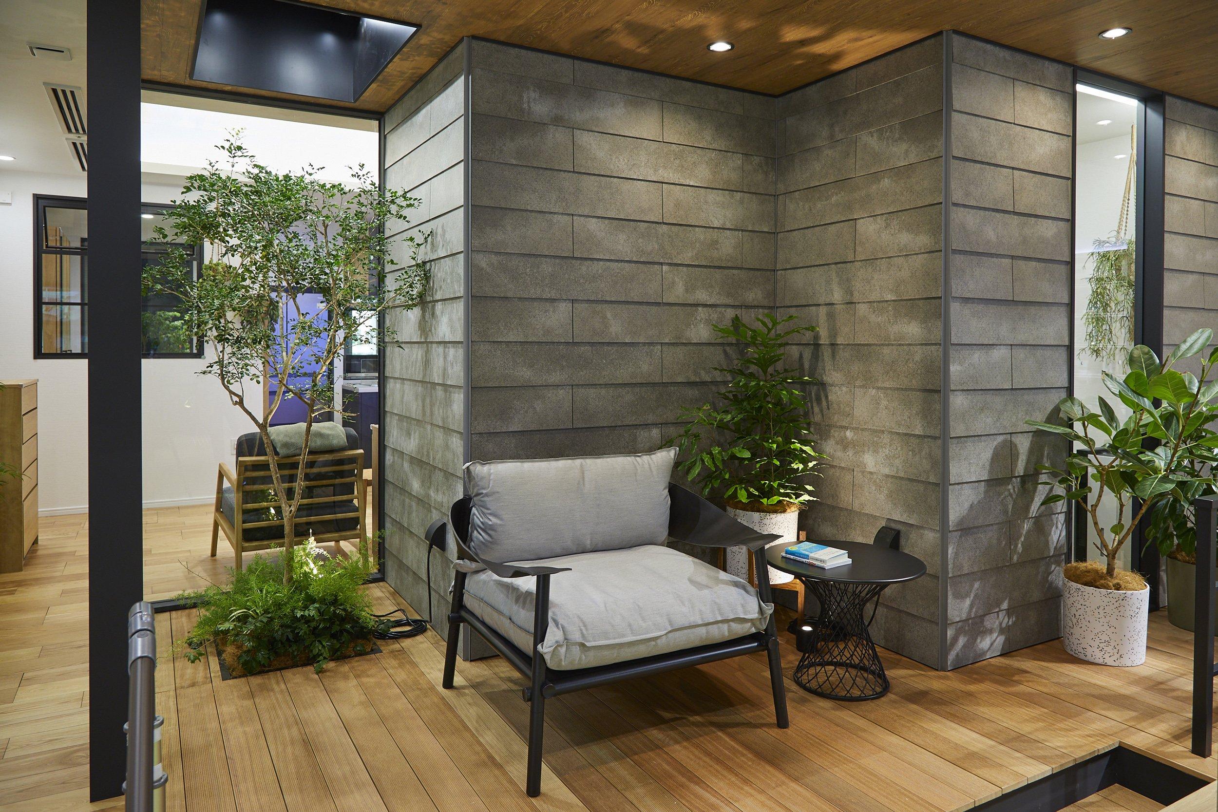 写真:緑と照明を効果的に取り込んだ住空間