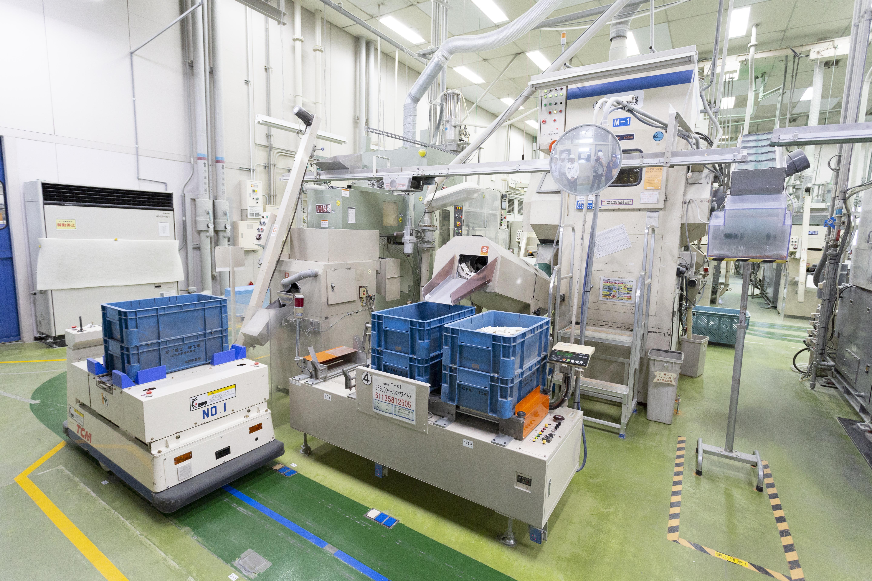 自動化が進む工場の様子