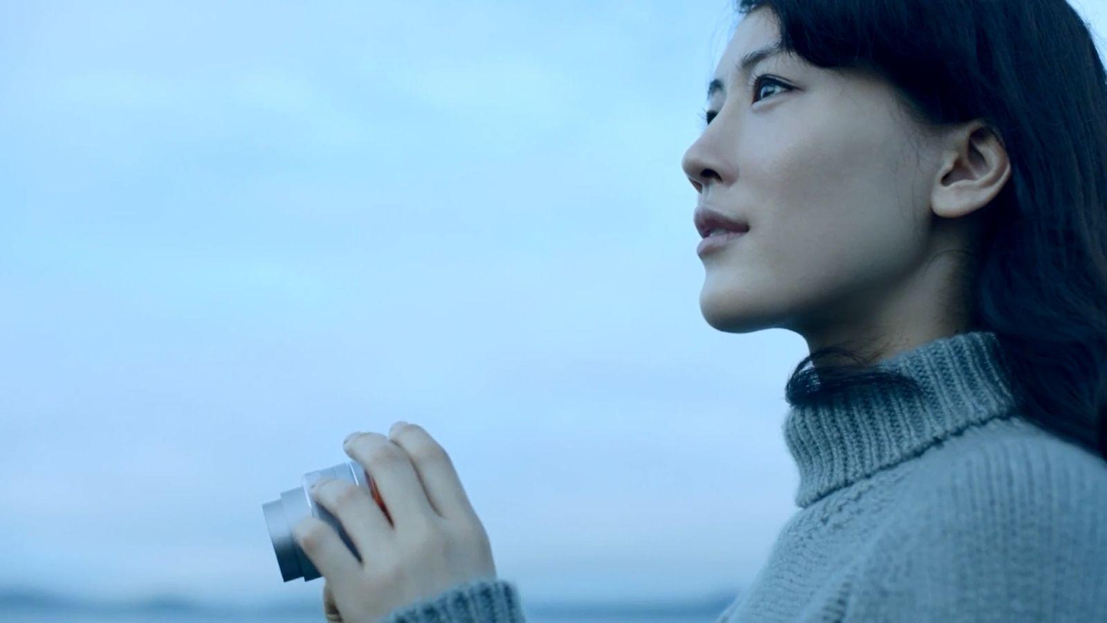 オトナ・綾瀬」解禁!綾瀬はるかさんを新デジタル一眼カメラ