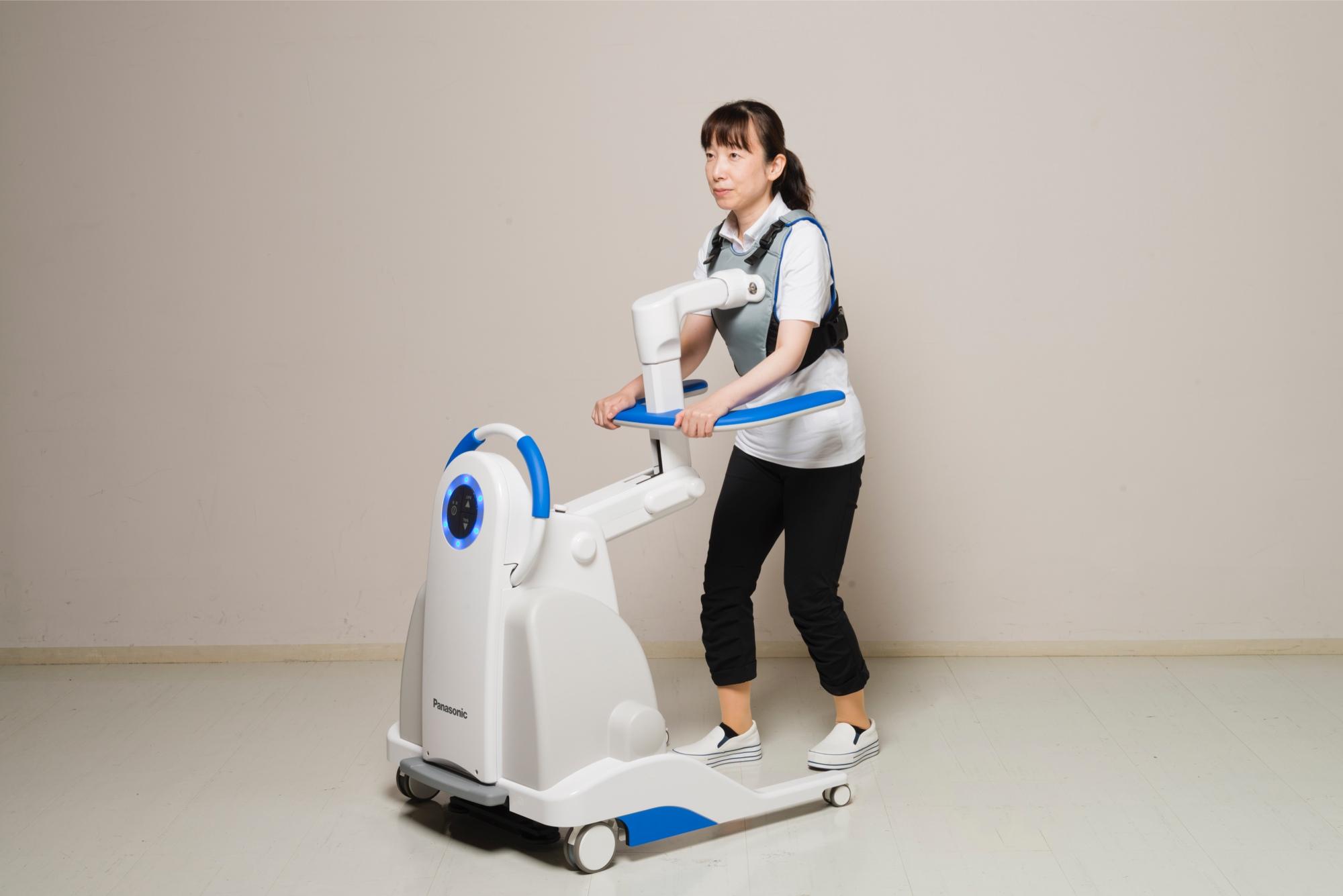 ベッドからの移動を支援する「自立支援型起立歩行アシストロボット」とベッドの上の状態を見守る「みまもりシステム」を開発