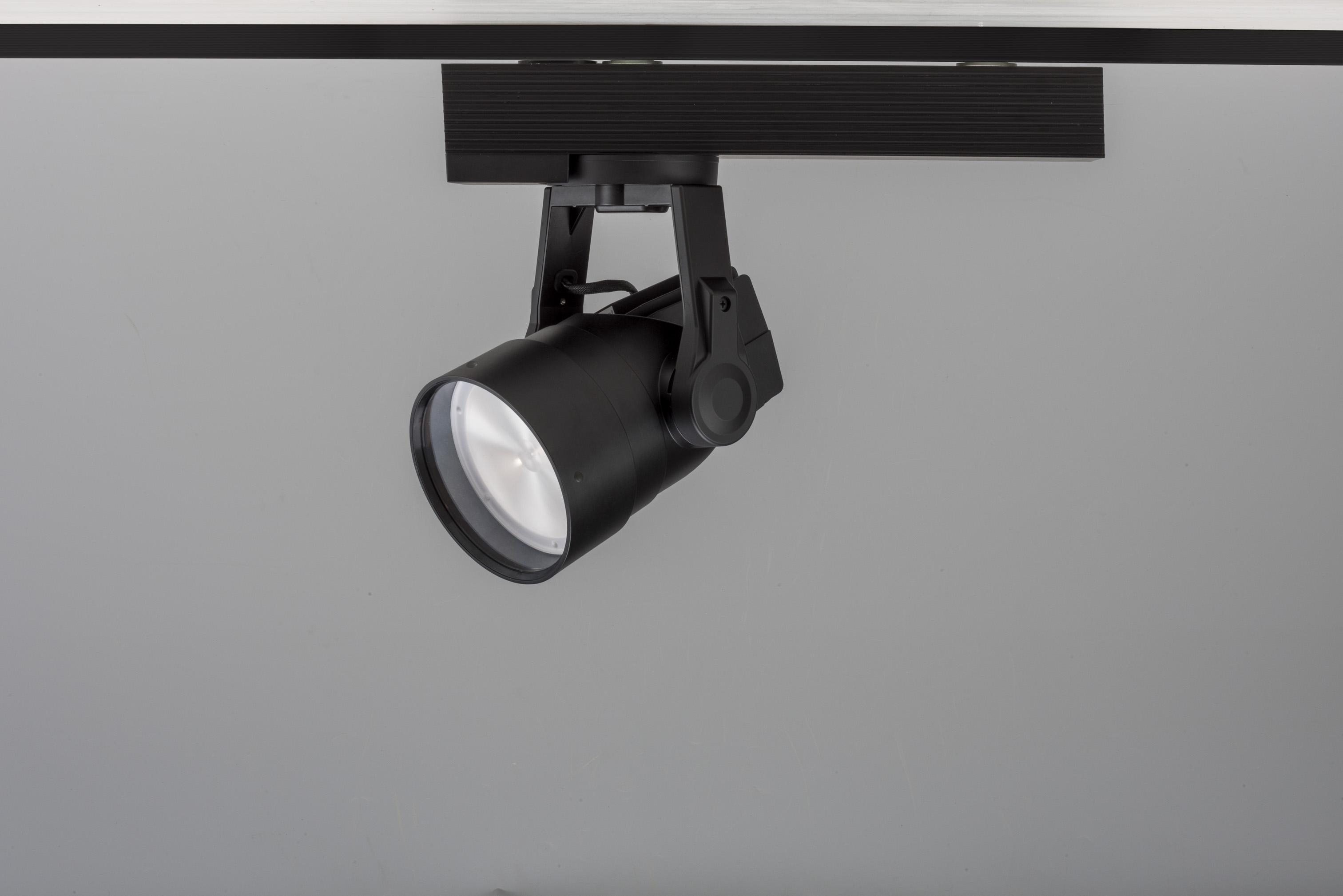 美術館・博物館向けLED照明「シューティングスポットライト」発売~スマホの簡単操作で照射方向や範囲の調整を実現